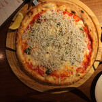 江坂イタリアン ラッポルティ - シラスのピッツァ