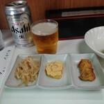 キッチン台栄 - 小皿3点は料理のサービス品。