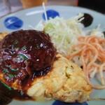 キッチン台栄 - 表面硬め、中ふんわりの、昭和の洋食ハンバーグ。