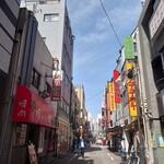 キッチン台栄 - 御徒町から上野方面へ。線路を挟んでアメ横側ではなくマルイ側。