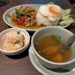タイの食卓 オールドタイランド - ガパオライス1100円