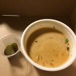 Sarabeths - ベルベッティクリームトマトスープ。サンドにピクルス付き