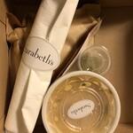 Sarabeths - BOXには紙ナプキンやスプーン、おしぼりも