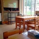 相生物産館 - テーブル席2