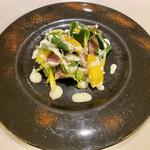 ラ・トリロジー - 鴨の自家製スモークハムとマンゴーのサラダ