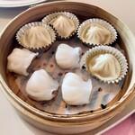 中華料理 桃李 - 点心(小籠包、海老の蒸し餃子)