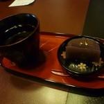 14858807 - サービスの羊羹とお茶