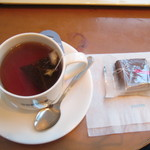 ドトールコーヒーショップ - ホットティーとチョコレートブラウニー