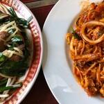 焼肉オックス - ニラレバとスパゲッティ。これに小鉢とご飯と味噌汁と漬物とか、47歳にはキツすぎた。
