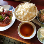 焼肉オックス - 焼肉定食・950円。ご飯は普通にデカ盛りだ。