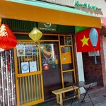 BANH MI VIET NAM - ランタンが飾られた外観