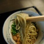 Kandayabusoba - 冷 なめこそば;麺はこんな感じ