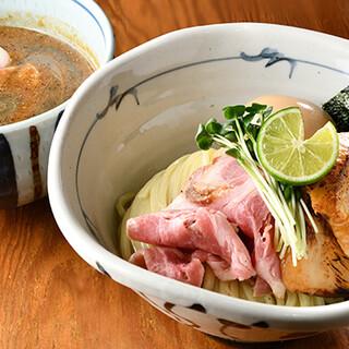 スープとツルモチ太麺の相性バッチリ◎「濃厚平子煮干つけ麵」