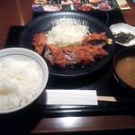 黒豚庵 - ロールかつ定食¥880