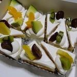 カフェ ピーチェ - ショートケーキ 200円
