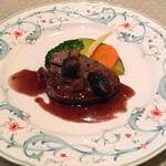 ビストロ ラマージュ - 牛イチボの赤ワインと胡桃のソース