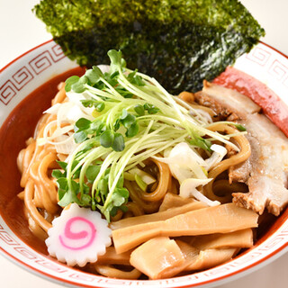 武蔵野のソウルフード◎極太麺と秘伝のタレで滋味深い味わいに!