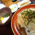 月の栞 - 料理写真:とんぶり山の芋うどん