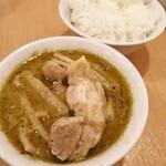 ティーヌン - タケノコ タケノコ タケノコ グリーンカレーとジャスミンライス 補充されてやっと鶏肉ゲット