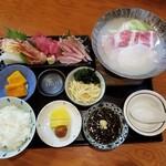 美食蔵部 - 時短営業期間限定あぐーゴマ鍋と刺身盛り合わせ定食