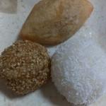 14865130 - 左から右回りに芝麻球→咸水角→ココナッツ団子(2012/09)