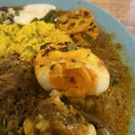 アアベルカレー - 料理写真:スパイス卵の断面 固茹でとトロトロの中間くらい