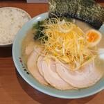 横浜らーめん 六壱家 - 料理写真: