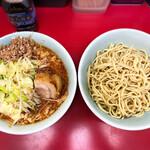 ラーメン二郎 - 小ラーメン(ぶた2枚) 780円、つけ麺 100円