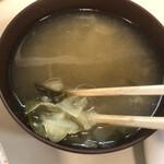 キッチン マミー - 味噌汁のアップ