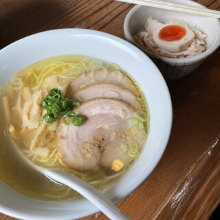 らーめん 三福 - 料理写真:らーめん 塩 700円 + 鶏塩めし ミニ 150円