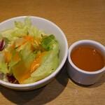 イタリアンダイニングドナ - ランチのサラダとスープ