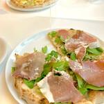 カフェ ロッソ - 料理写真:生ハムとルッコラ ¥1,350 (税込)