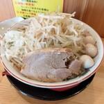 豚骨味噌ラーメン ブタ星 - 料理写真:味噌ラーメン、野菜マシ、玉ねぎ、うずら卵