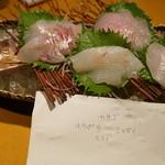 14867716 - 刺盛4種 店員さんが持っていた魚の名前のメモも一緒に。
