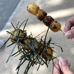 氷川だんご屋 - 料理写真:・焼きだんご 2本 200円/税込 (焼きだんご、のり付焼きだんご)