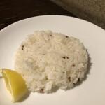 148679215 - ライスには赤米が混ざってます。