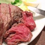 肉塊 UNO - この、赤身のレア感がたまらない‼︎