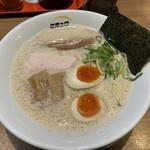 148688549 - 鶏白湯魚介濃縮らーめん(半卵増し)