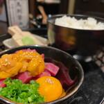 個室 肉寿司と飛騨牛もつ鍋 くずし割烹たてがみ - スーパーTKG 1080円
