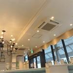 神戸牛洋食アモナ - 店内