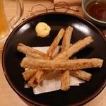 炉端と日本酒 魚丸 - 炊きゴボウの唐揚げ