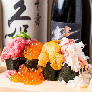 市場直送の海鮮もご用意。お寿司は一貫から盛り合わせまで