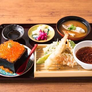 蕎麦やお寿司、名物の天ぷらなどを楽しめるランチ