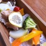 えんじ - お野菜と鳥肉を蒸したもの