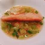ビストロ アギャット - サクラマスと春キャベツ、サクラエビのスープ