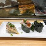 寿司の美登利総本店 - 炙りトロ鯖と軍艦2種