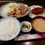 まぐま - 料理写真:生姜焼き(肉100g&コロッケ)定食(935円)