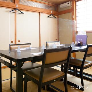 2階には2〜8名で利用可能な個室を完備