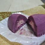 らぽっぽ - 周りは紫芋・中はストロベリークリーム