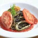 イカ墨・生うに・フレッシュトマトのスパゲティ